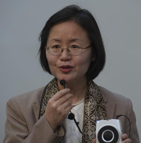"Prof. Dr. Meehyun Chung <span class=""fotografFotoText"">(Foto:&nbsp;Christoph&nbsp;Knoch)</span><div class='url' style='display:none;'>/</div><div class='dom' style='display:none;'>rkmg.ch/</div><div class='aid' style='display:none;'>186</div><div class='bid' style='display:none;'>1216</div><div class='usr' style='display:none;'>3</div>"